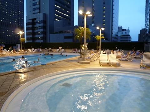 京王プラザホテル プール
